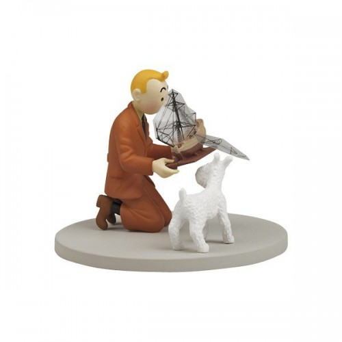TINTIN BOX SCENE TINTIN HOLDING THE UNICORN 1